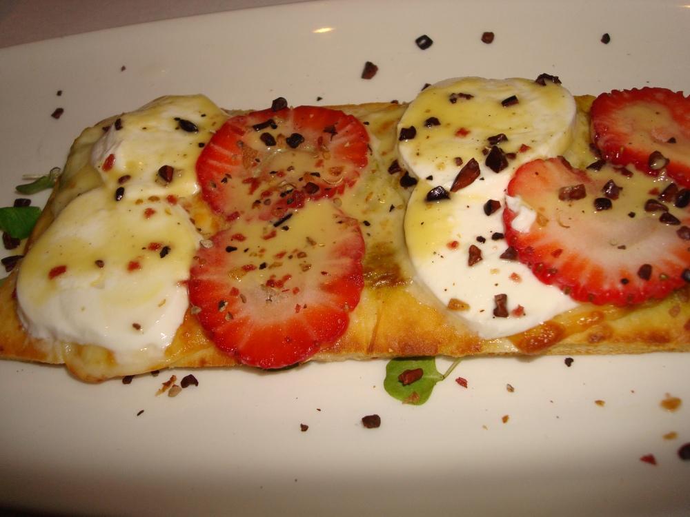 strawberry, basil & smoked mozzarella / organic baby greens / cacao infused basil & asparagus vinaigrette
